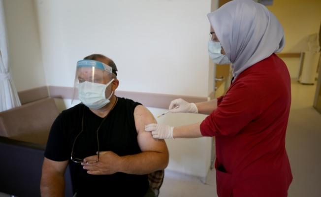 Trakya'da sağlık çalışanlarının eşlerine Kovid-19 aşısı uygulanmaya devam ediliyor