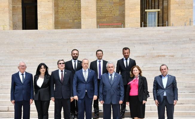 BALKANTÜRKSİAD Atatürk'e gitti