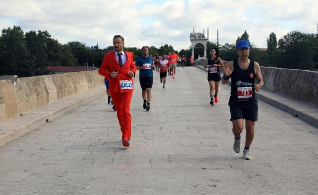 Edirne'de 6. Sınırsız Dostluk Yarı Maratonu 20 ülkeden 1045 sporcunun katılımıyla koşuldu