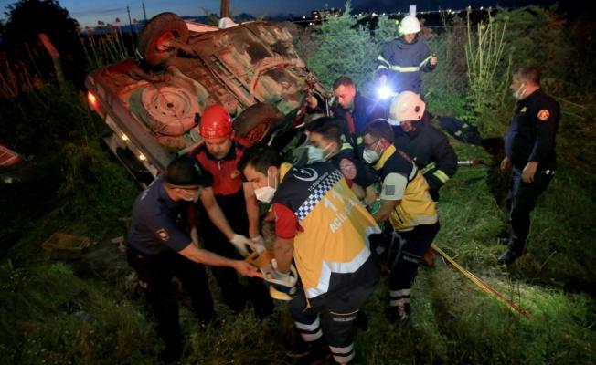 Kırklareli'nde elektrik direğine çarpan otomobilde sıkışan sürücü itfaiye ekiplerince çıkarıldı