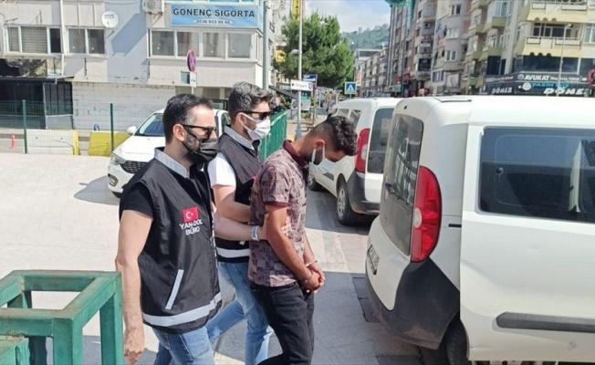 Telefonla telefonla aradıkları kişiyi 1,3 milyon lira dolandırdığı iddia edilen şüpheliler Gebze'de yakalandı