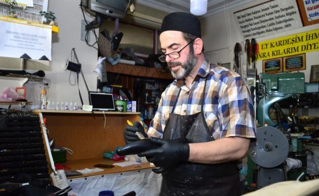 Sakaryalı Naim usta 40 yıldır el emeği ayakkabı üretiyor