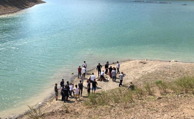 Bursa'da barajda çırpınan çocuklarını kurtarmak için suya giren kişi boğuldu