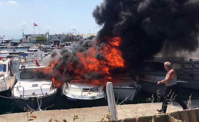 İstanbul Maltepe'de tekneler cayır cayır yandı!