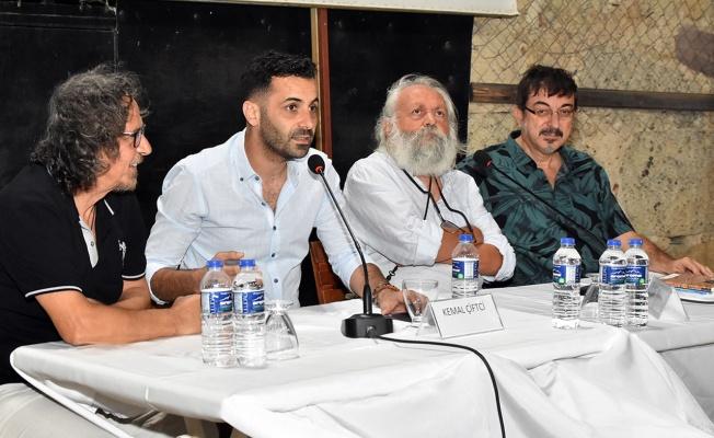 İzmir Foça'da yaşayan şair ve yazarlar Foça'yı anlattı