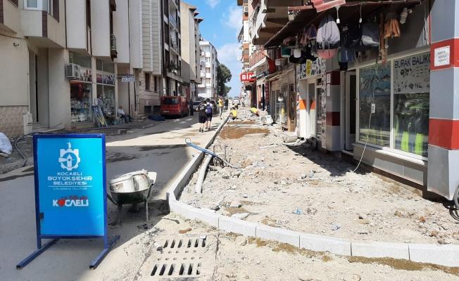 Kocaeli Karamürsel'de asfaltlama ve kaldırım çalışmaları sürüyor