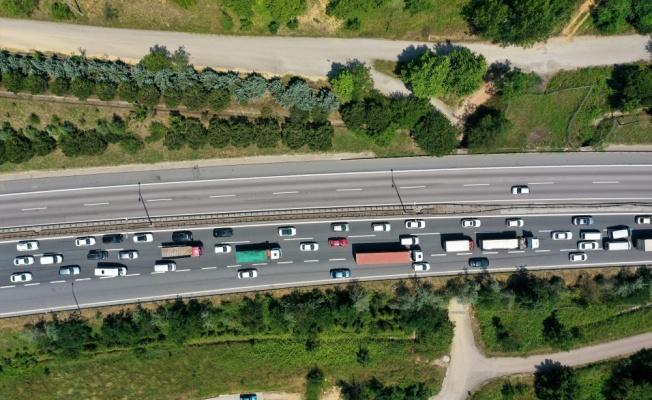 Kocaeli'de bayram tatili nedeniyle akıcı trafik yoğunluğu yaşanıyor