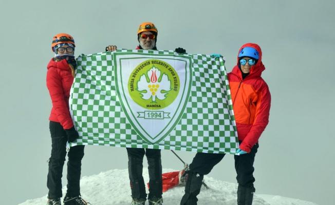 Manisalı dağcılar Ağrı Dağı'na tırmandı