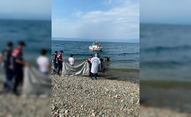 Serinlemek için İznik Gölü'ne giren genç boğuldu
