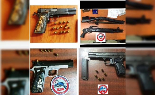 Tekirdağ'da motosikletli polis timleri silah ve uyuşturucu ele geçirdi