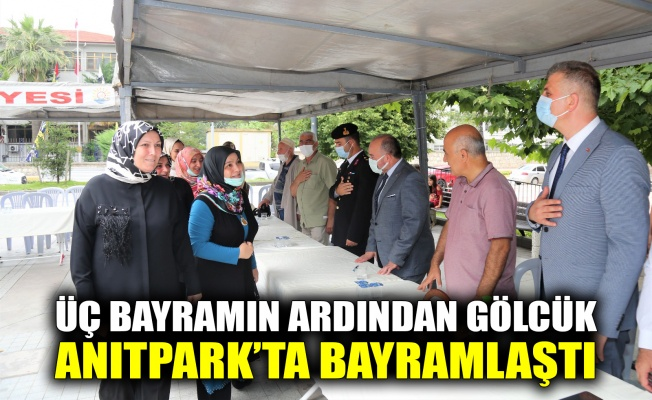 Üç bayramın ardından Gölcük, Anıtpark'ta bayramlaştı