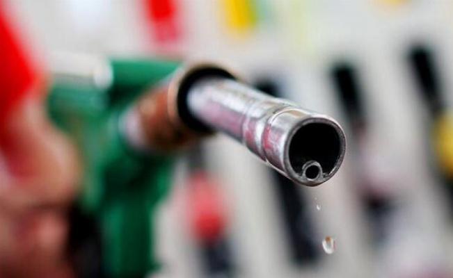 Benzinde pompaya yansımayan zam!