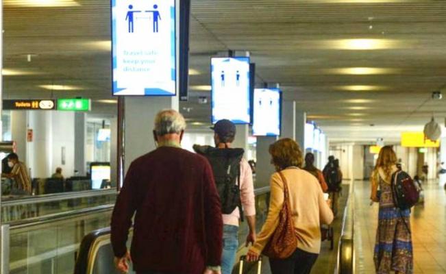 Hollanda 'sosyal mesafeyi' kaldırıyor