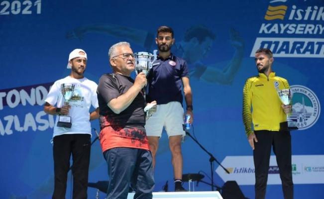 Kayseri Büyükşehir 'yarı maraton'la ilke imza attı