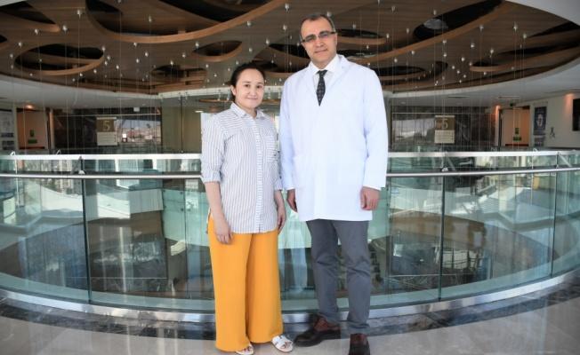 Kazakistanlı öğretmen Türkiye'de total kalça protezi ameliyatıyla sağlığına kavuştu