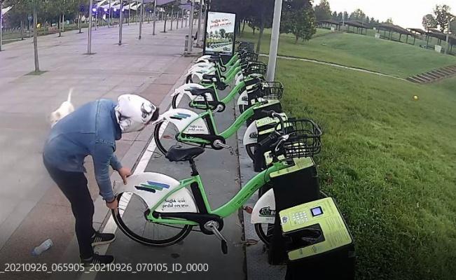 Kocaeli'nde tüm bisikletlerin lastiklerini kesti