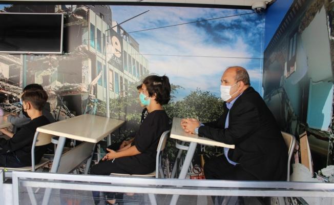 Osmaneli'de öğrencilere simülasyon tırında deprem eğitimi verildi
