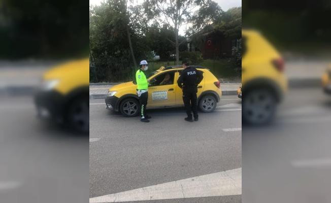 Osmaneli'nde polis ekipleri taksileri denetledi