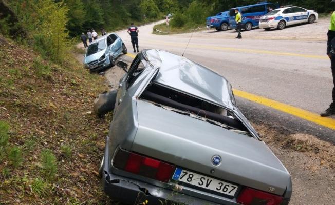 Sakarya ve Karabük'teki trafik kazalarında 5 kişi yaralandı