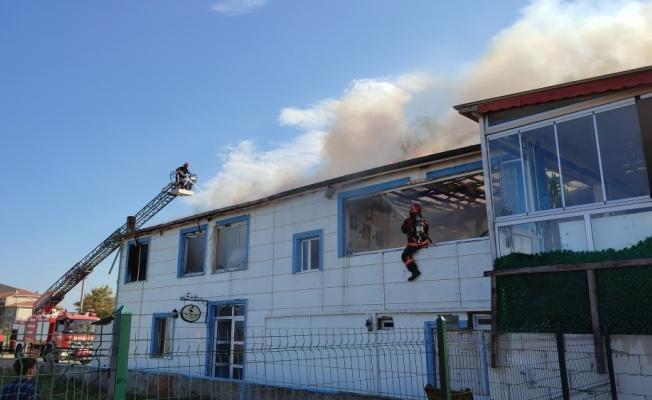 Sakarya'da restoran yanarak kullanılamaz hale geldi