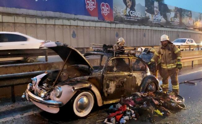 Sünnet düğünü için hazırlanan klasik otomobil, yolda çıkan yangında kullanılamaz hale geldi