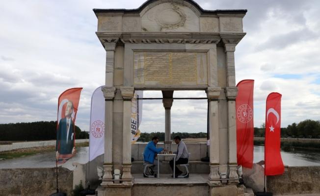Tarihi Meriç Köprüsü üzerinde satranç oynandı