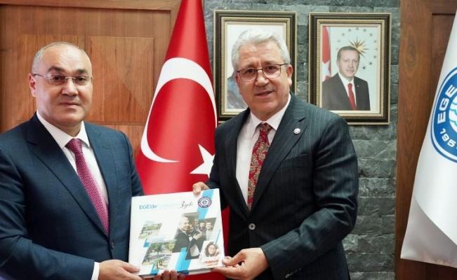 Azerbaycan Gümrük Bakanı, mezun olduğu üniversiteyi ziyaret etti