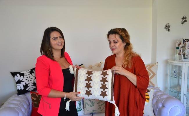 El işlemeli yastık üreten kadın girişimci yurt dışı taleplerine yetişemiyor