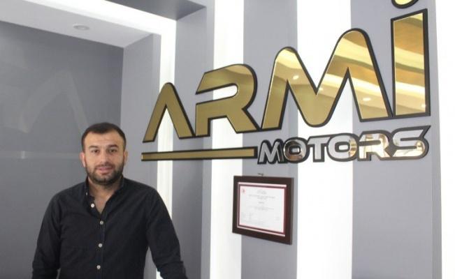 İzmir'de kendisi okuyamayan otomotivci okul yaptırmak istiyor