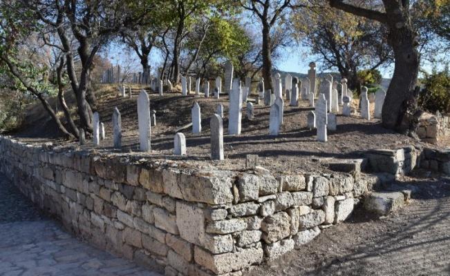 İzmir Foça tarihi değerleri koruyor