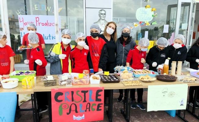 Karamürsel'de öğrenciler eğitimleri için düzenledikleri kermesi