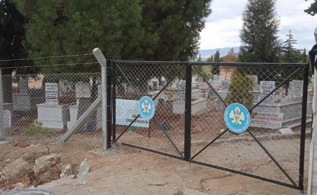Manisa, 30 mezarlığa daha himaye çit yapıyor