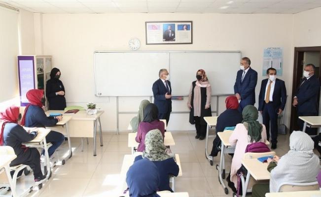 Memduh Büyükkılıç'tan imam hatip ziyareti