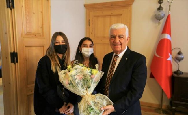 Muğla Büyükşehir Belediye Başkanı Gürün, gençlerle bir araya geldi