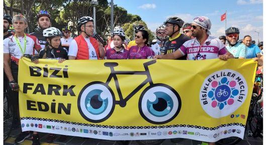 Bisikletlilerden 'Bizi fark edin' etkinliği