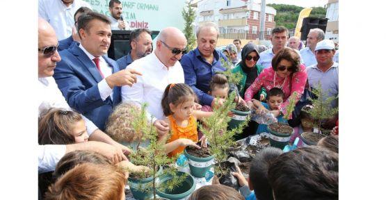 Darıca'da binlerce fidan öğrencilerle buluştu
