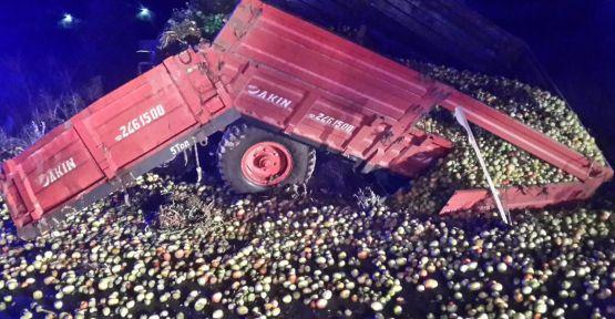 Domates yüklü traktör, tırla çarpıştı: 1 ölü