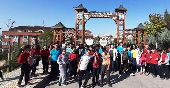 Gebze'de öğrenciler sağlıklı yaşam için yürüdüler