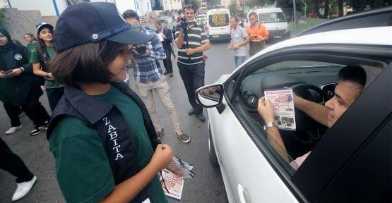 İlköğretim öğrencilerinden trafik denetimi