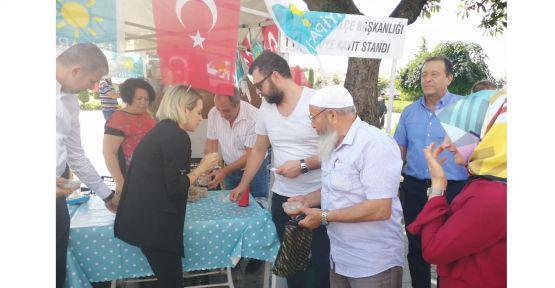 İYİ Parti, Gebze Kent Meydanı'nda aşure dağıttı