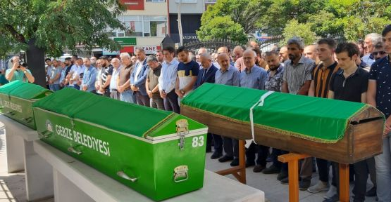 Kazada hayatını kaybeden 3 kişi Gebze'de toprağa verildi