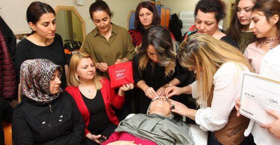 Kuaförlük kursiyerlerine profesyonel eğitim