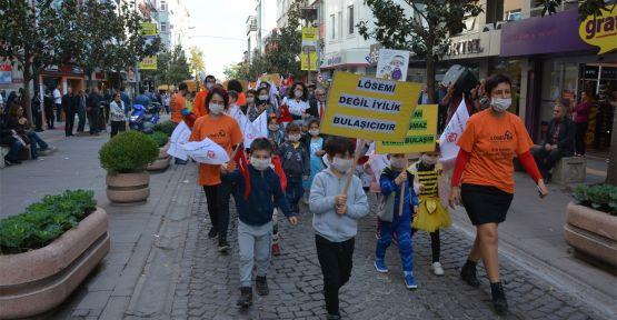 Lösemi hastaları için maskeli yürüyüş yapıldı