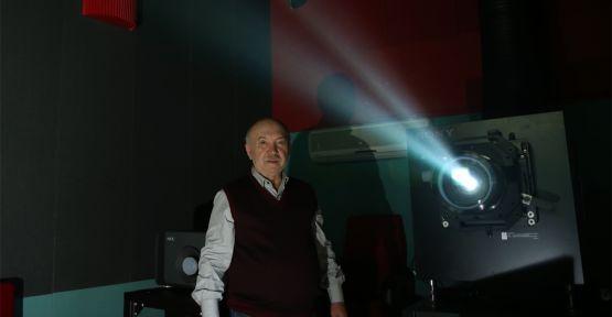 Makinist olarak başladığı sinema sektöründe salonlarla dünyaya açıldı