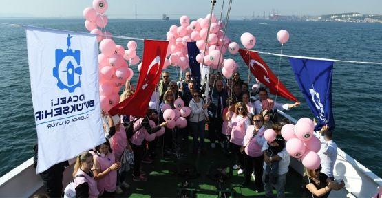 Meme kanserine dikkat çekmek için pembe balon uçurdular