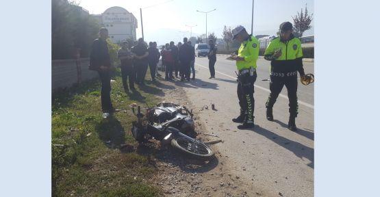 Otomobilin çarptığı motosikletli öldü