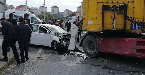 Otomobille tır çarpıştı: 5 yaralı