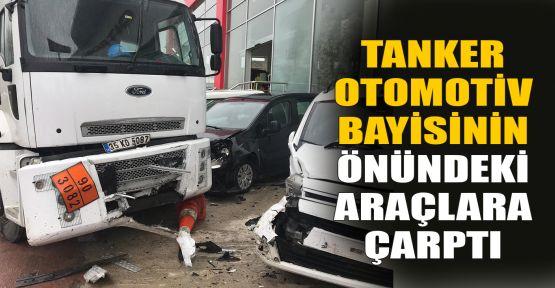 Tanker, otomotiv bayisinin önündeki araçlara çarptı
