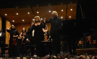 Devlet sanatçısı İdil Biret Bursa'da sahne aldı