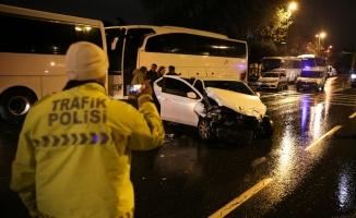 Alkollü sürücünün çarptığı otomobil 150 metre sürüklendi